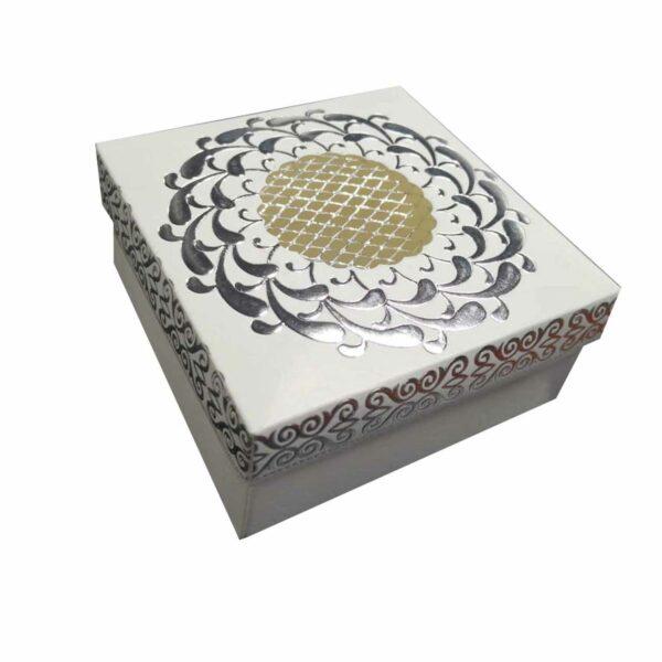GIFTBOX SQUARE FANCY GOLD/WHITE & SILVER/WHITE& YEL/GLD 13cm