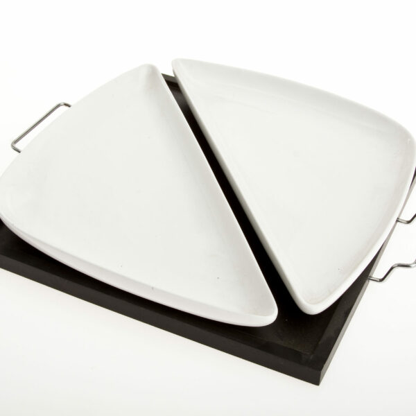 2 DISHES TRIANG ON SQR BOARD 26cm